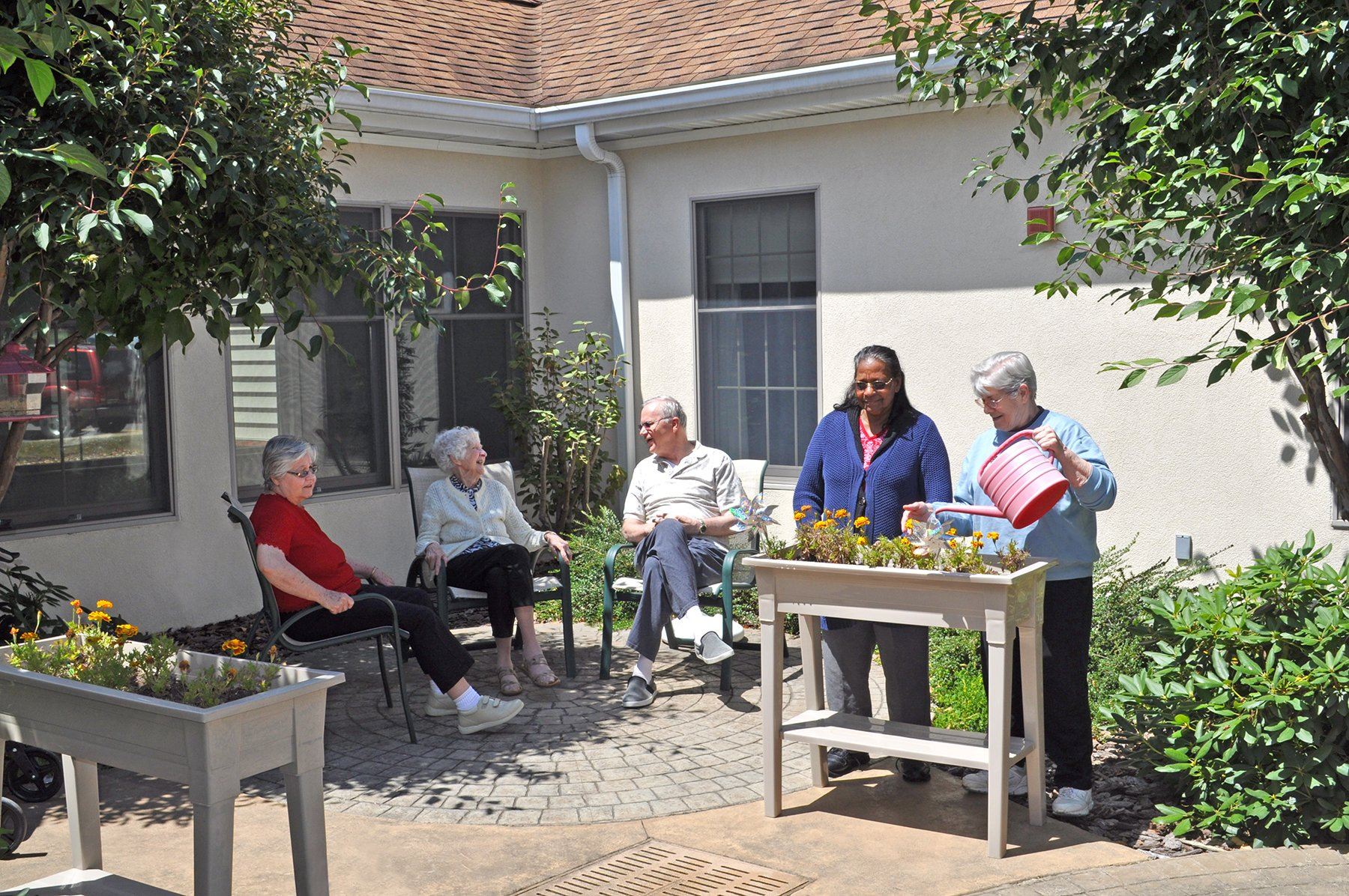 Memory Support Courtyard with residents